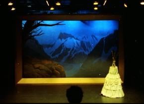 Achter de Bergen ligt de Zee. Theatergroep Kaspar. Regie Maarten Verhoef. 1992..